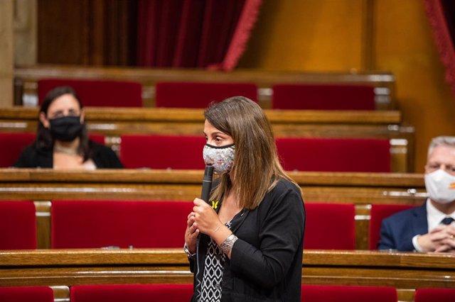 La consellera de la Presidencia y portavoz del Govern, Meritxell Budó, durante un pleno de control al Govern, marcado principalmente por la gestión del COVID-19, en el Parlamento catalán, Barcelona, Cataluña (España), a 22 de julio de 2020.