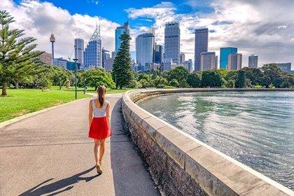 Jóvenes esperan la apertura de fronteras para vivir en Australia y Nueva Zelanda, según agencias educativas