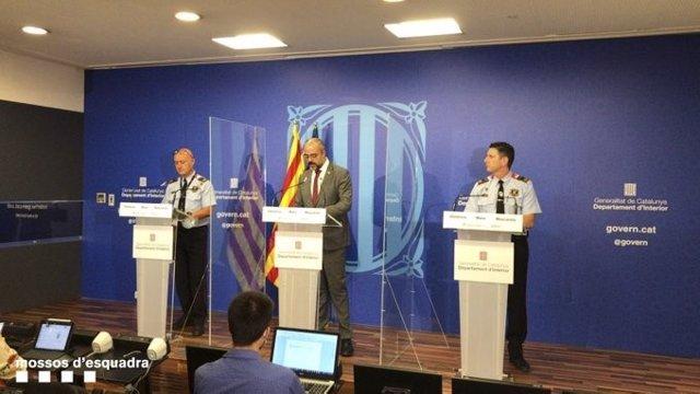 El conseller Miquel Buch, el comissari en cap de la Regió Metropolitana de Barcelona, Carles Anfruns, i el cap de la Divisió d'Investigació Criminal de Barcelona, Joan Carles Granja, presenten el dispositiu Tremall, 23 de juliol del 2020.