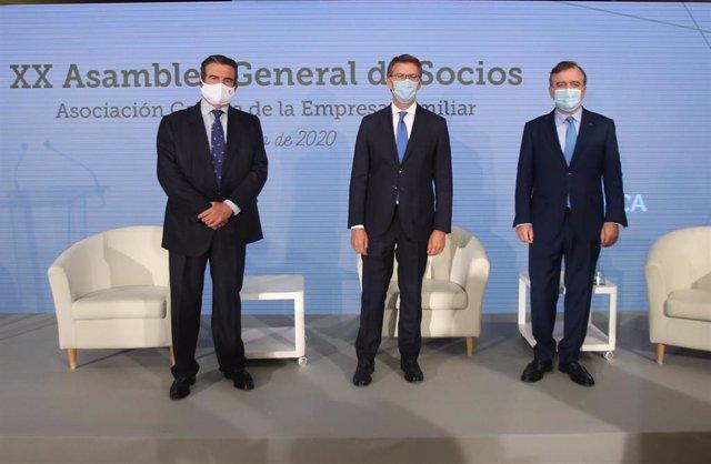 El presidente de la AGEF, Víctor Nogueira, junto con el presidente de la Xunta en funciones, Alberto Núñez Feijóo, y el consejero delegado de Abanca, Francisco Botas
