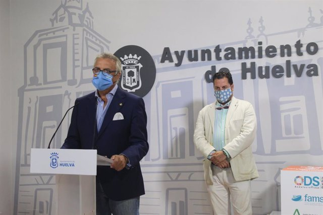 El concejal del PP en el Ayuntamiento de Huelva, Paco Millán, en rueda de prensa.