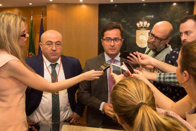 El alcalde de El Ejido, Francisco Góngora, atiende a los medios