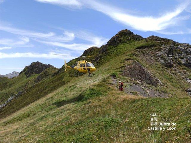 Rescate de un montañero indispuesto en el pico Verdes de Cable, en Burón (León).