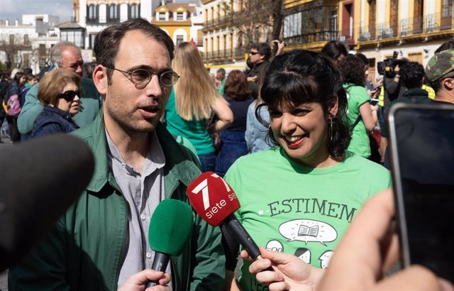 La líder andaluza de anticapitalista, Teresa Rodríguez, junto al líder andaluz de IU, Toni Valero, en una foto de archivo
