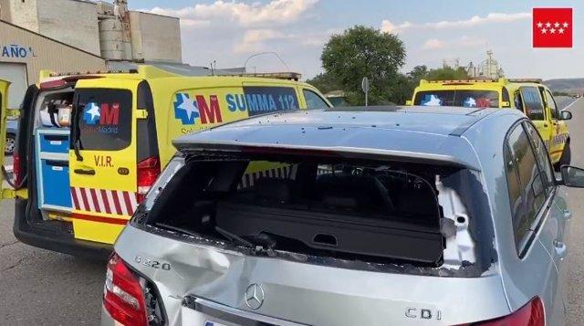 Grave un ciclista al estamparse contra un coche que paró en la M-506