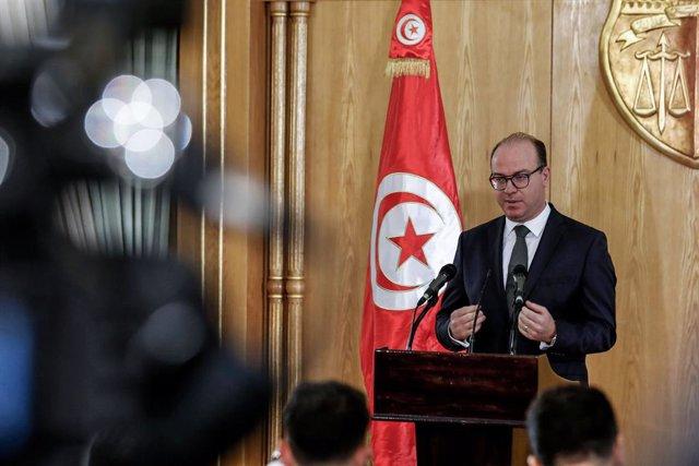 Túnez.- El primer ministro reconoce que se equivocó al no renunciar a sus accion