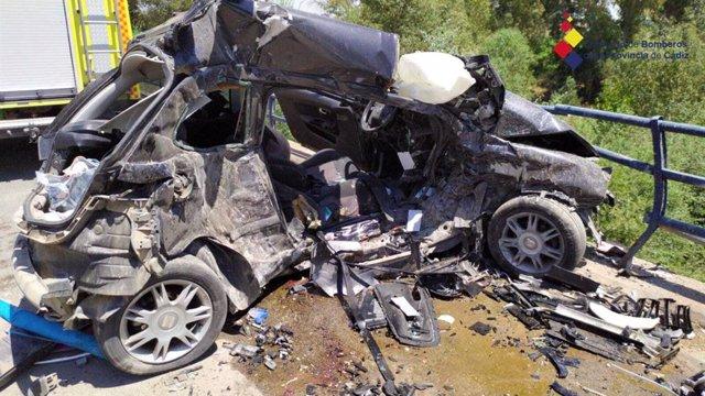 Estado del coche en el que han perdido la vida dos jóvenes en la carretera de El Torno