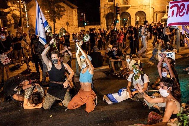 Protesta contra el primer ministro de Israel, Benjamin Netanyahu, frente a su residencia en Jerusalén.