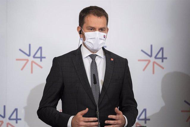 Eslovaquia.- El primer ministro eslovaco sobrevive a una moción de censura prese