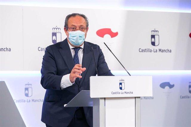 El consejero de Hacienda y Administraciones Públicas, Juan Alfomnso Ruiz Molina, en rueda de prensa.