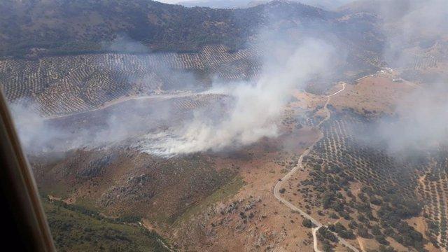 Imagen aérea del incendio en Rute (Córdoba) este jueves.