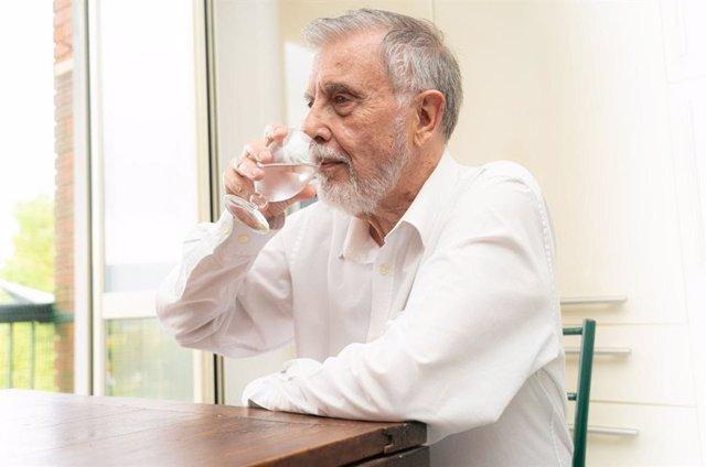 La Diputación de Barcelona da consejos a ancianos para afrontar el calor