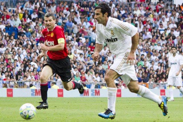Luis Figo jugando con el Real Madrid de Veteranos ante el Manchester United