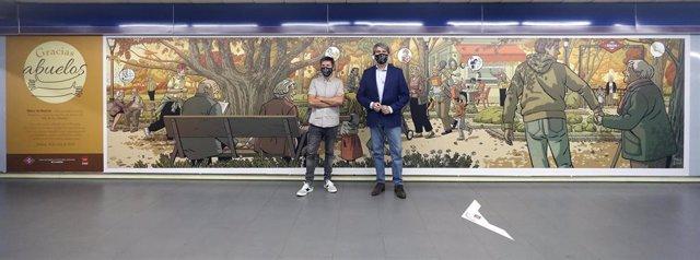 El consejero de Transportes, Ángel Garrido,  y el artista Paco Roca presentan un mural que homenajea a los mayores en la estación de Metro de Plaza Castilla.