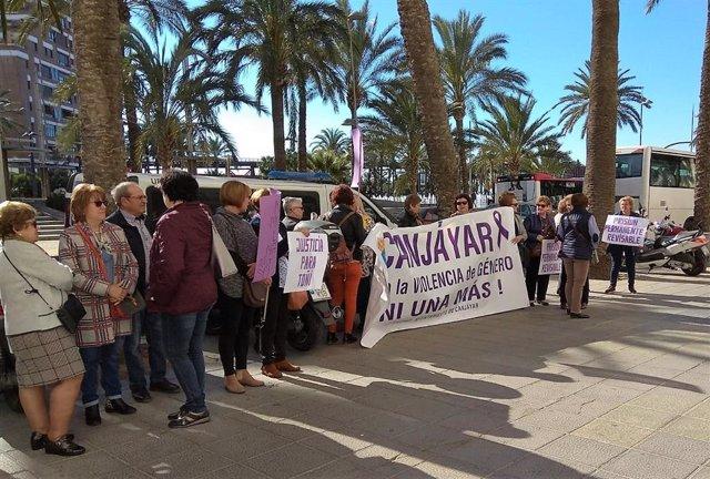 Manifestación a las puertas de la Audiencia de Almería ante el juicio por el crimen machista de Antonia