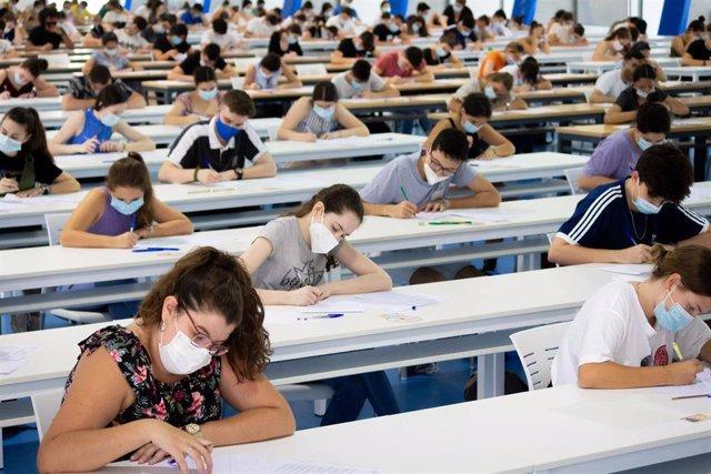 Imagen de archivo de la prueba de evaluación del Bachillerato para el acceso a la Universidad, celebrada en la Pablo de Olavide.