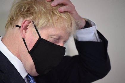 """Coronavirus.- El primer ministro británico asegura que """"los antivacunas están como un cencerro"""""""