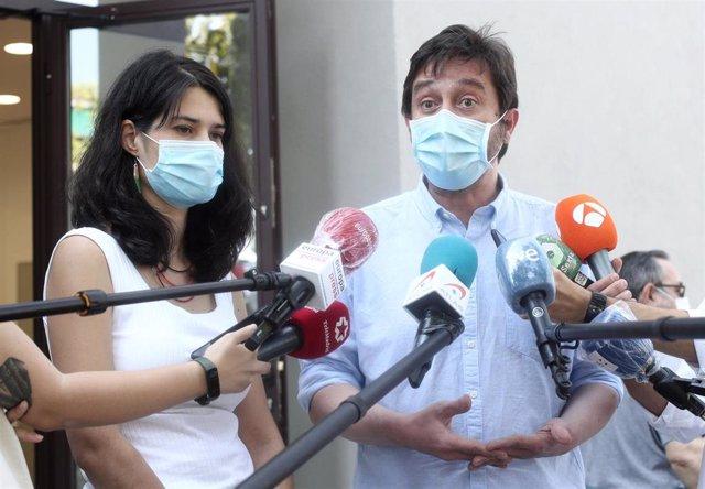 Los portavoces de Podemos Isa Serra y Rafa Mayoral durante su rueda de prensa en la que han ofrecido declaraciones a los medios tras la reunión de la Ejecutiva en la sede del partido, en Madrid (España), a 24 de julio de 2020.