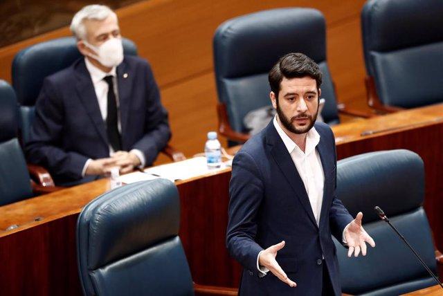 El portavoz de Ciudadanos César Zafra durante su intervención en una sesión de control de la Asamblea de Madrid., en Madrid (España), a 4 de mayo de 2020.