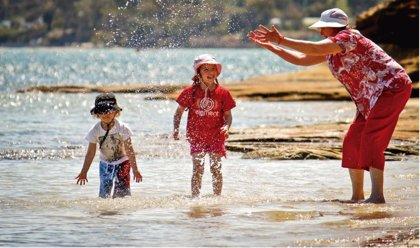 Ejercicios para abuelos y nietos que estimulan la capacidad mental y física de los mayores
