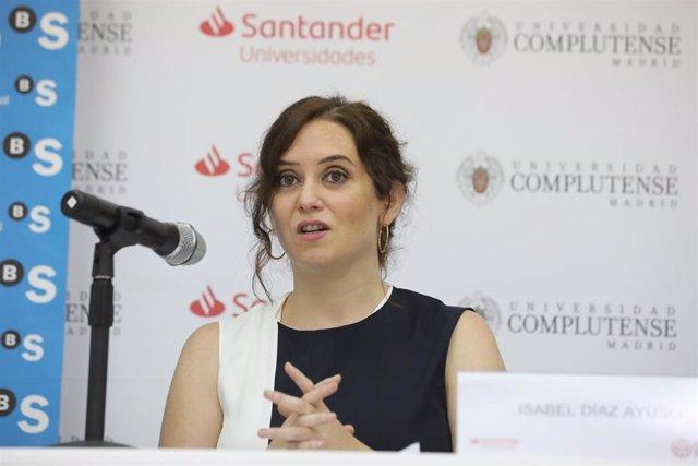 La presidenta de la Comunidad de Madrid, Isabel Díaz Ayuso, durante la quinta jornada de la XXXIII Edición de los Cursos de Verano en San Lorenzo de El Escorial, Madrid (España), a 24 de julio de 2020.