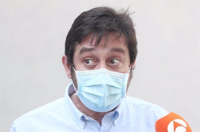 El portavoz de Podemos Rafael Mayoral durante su rueda de prensa en la que ha ofrecido declaraciones a los medios tras la reunión de la Ejecutiva en la sede del partido, en Madrid (España), a 24 de julio de 2020.