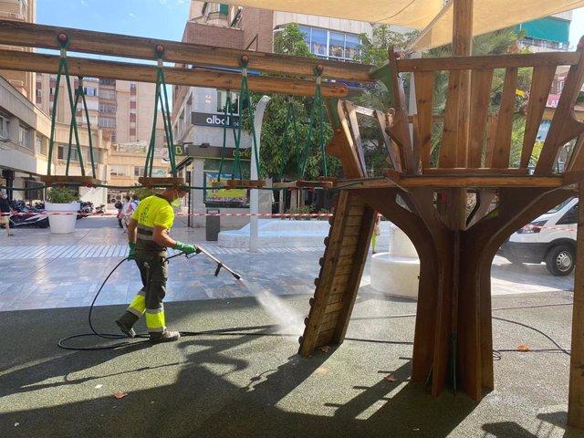 Labores de desinfección en parques y jardines de Murcia