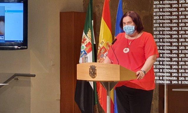 La consejera de Agricultura de la Junta de Extremadura, Begoña García Bernal, en rueda de prensa