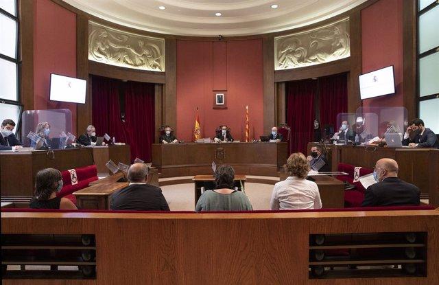Judici al Tribunal Superior de Justícia de Catalunya (TSJC) contra els exmembres de la Mesa del Parlament Anna Simó (ERC), Ramona Barrufet, Lluís Corominas, Lluís Guinó (JxSí) i l'exdiputada de la CUP Mireia Boya. Barcelona, 21 de juliol del 2020.
