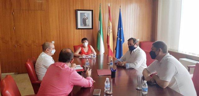 La subdelegada del Gobierno central en Córdoba, Rafaela Valenzuela, se reúne con la Asociación Autónomos Unidos