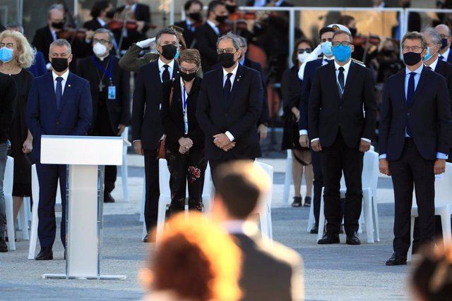 El lehendakari, Íñigo Urkullu (i), el president de la Generalitat, Quim Torra (c) y el presidente de la Xunta, Alberto Núñez Feijóo (d) asisten al homenaje de Estado a las víctimas de la pandemia de coronavirus.