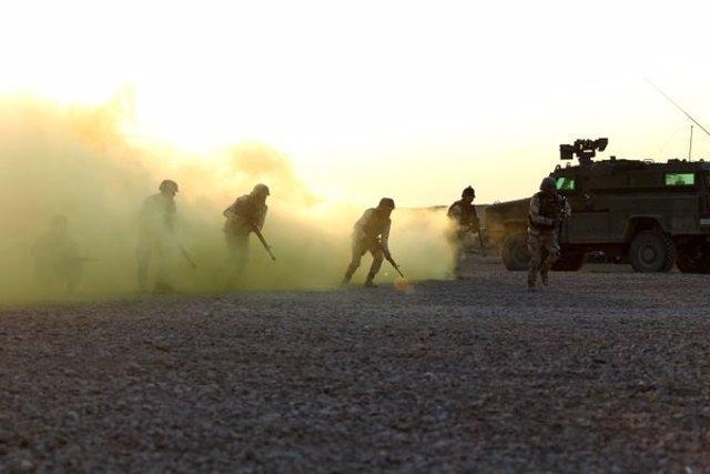 Adiestramiento de tropas iraquíes en la base de Besmayah