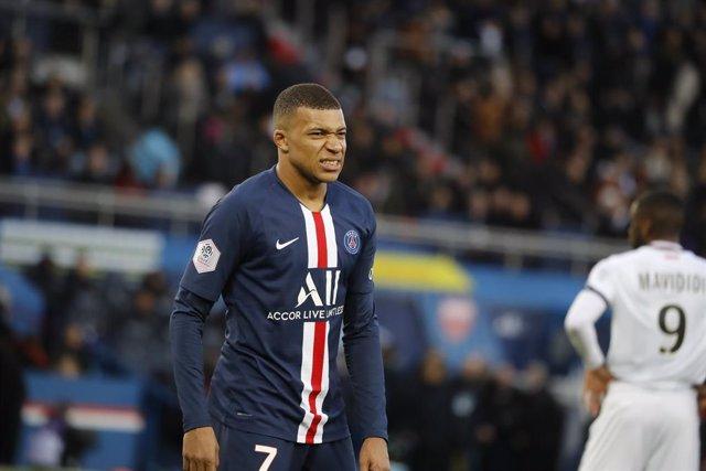 Fútbol.- El Paris Saint-Germain gana la Copa de Francia y pierde a Mbappé por le