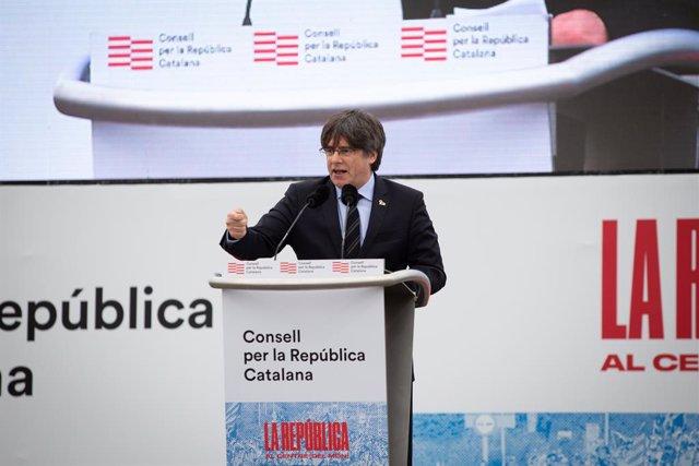 El expresidente de la Generalitat  Carles Puigdemont interviene en  el acto del Consell de la República en Perpiñán (Francia) a 29 de febrero de 2020.