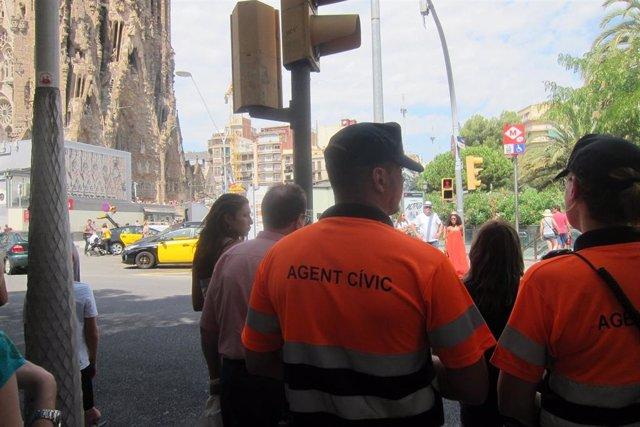 Agentes cívicos de Barcelona en la Sagrada Família