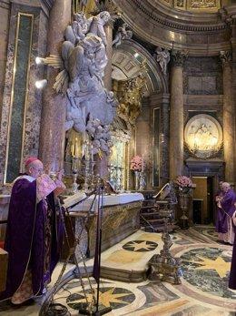 Foto de archivo del arzobispo de Zaragoza, Vicente Jiménez, en una misa en el Pilar.