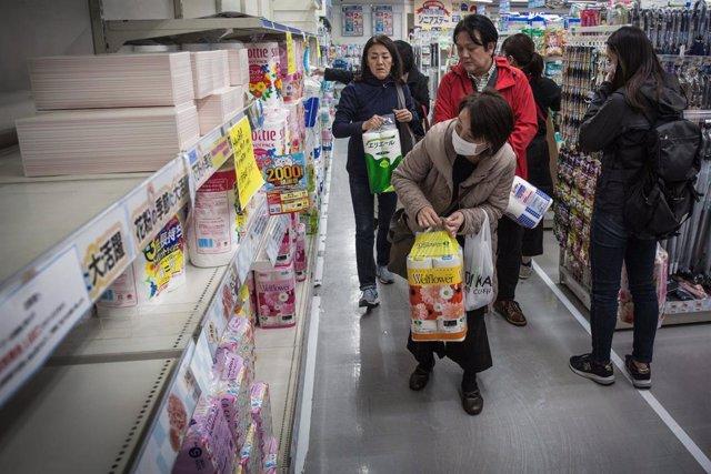 Coronavirus.- Tokio roza los 300 casos diarios de coronavirus mientras el total