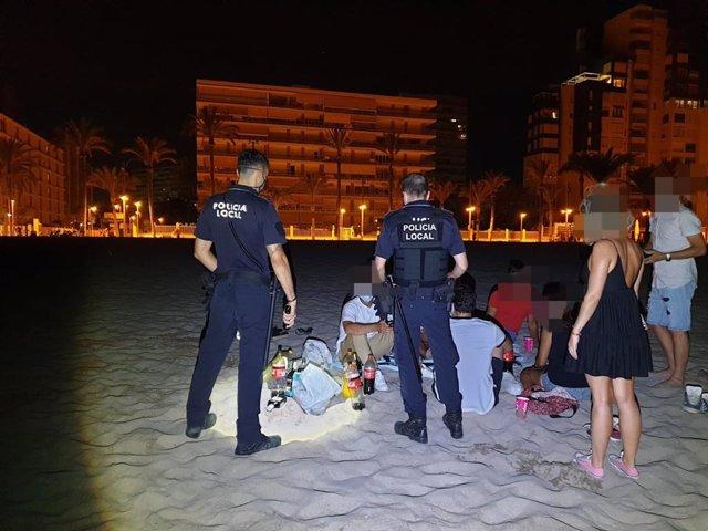 La Policía Local interviene en un botellón en la playa de Alicante