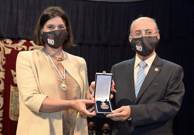 Entrega de la Medalla de Oro de Santander al Centro Gallego