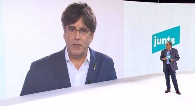 L'expresident de la Generalitat i impulsor del nou JxCat, Carles Puigdemont, intervé en l'acte de presentació del partit. Al seu costat, el president de la Generalitat, Quim Torra.