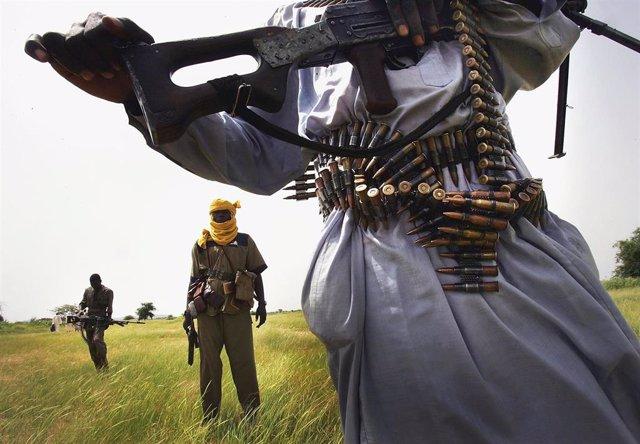 Un combatiente rebelde en Darfur