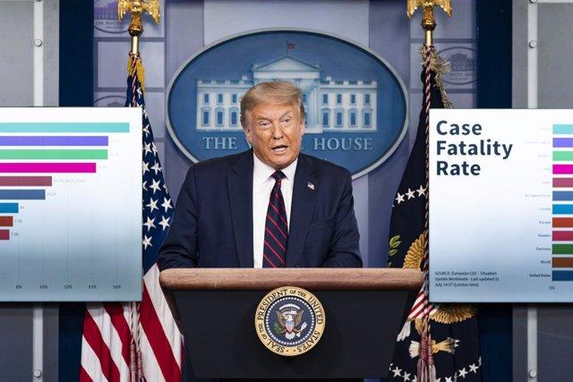EEUU.- Trump muestra su apoyo al gobernador de Florida a pesar del aumento de ca