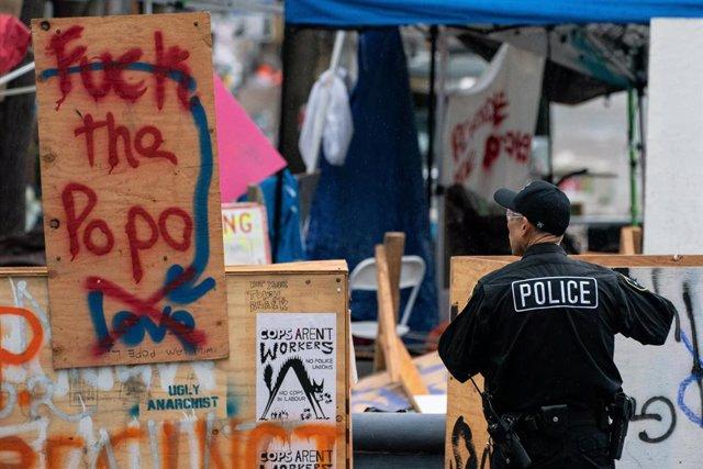 EEUU.- Las protestas originadas en Seattle se saldan con 45 detenciones y 21 pol