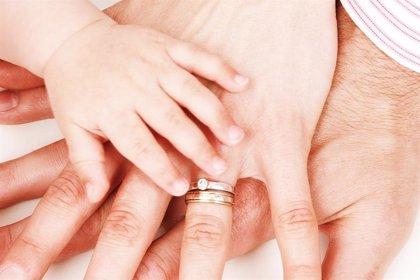 La ciencia responde: ¿Quiénes son más felices, solteros o casados?