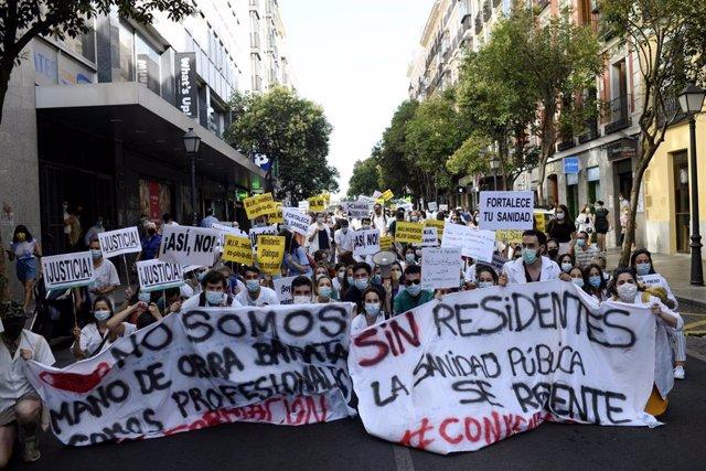 Convocados por  el Comité de los Médicos Internos Residentes (MIR) los médicos residentes de la Comunidad de Madrid se manifiestan de nuevo el lunes.