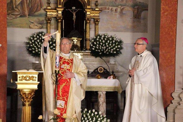 El obispo Lorca Planes en la Vigilia Pascual