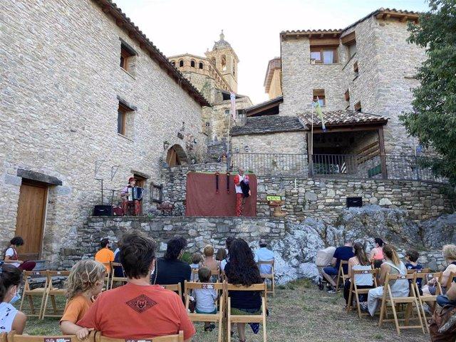 Los Titiriteros de Binéfar despiden julio en 'La Casa de los Títeres' de Abizanda, con 'No nos moverán'.