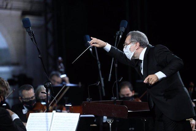 Noche de la Sanidad del Festival Castell de Peralada Livestream, con el artista Santi Moix y la Orquestra Simfònica del Gran Teatre del Liceu, capitaneada por su director titular Josep Pons.