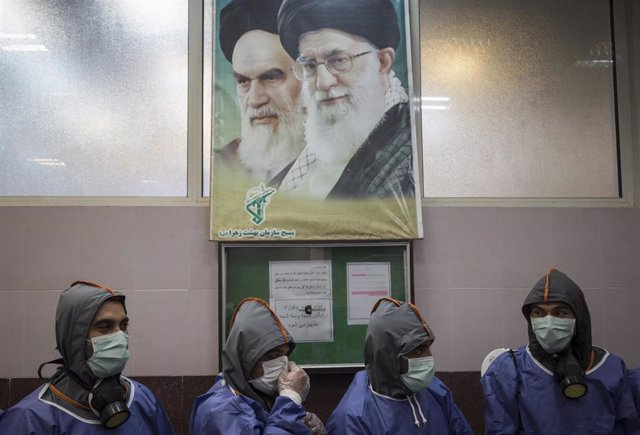 Personas con mascarilla en Teherán durante la pandemia de coronavirus en Irán