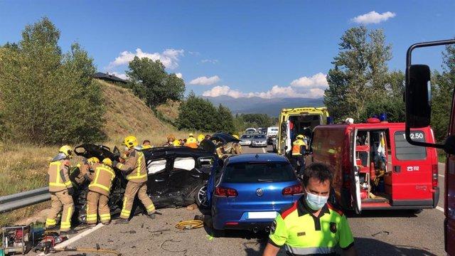 Xoc frontal de dos vehicles en la N-260 a Ger (Girona), on ha mort un conductor i dues persones més han resultat ferides.